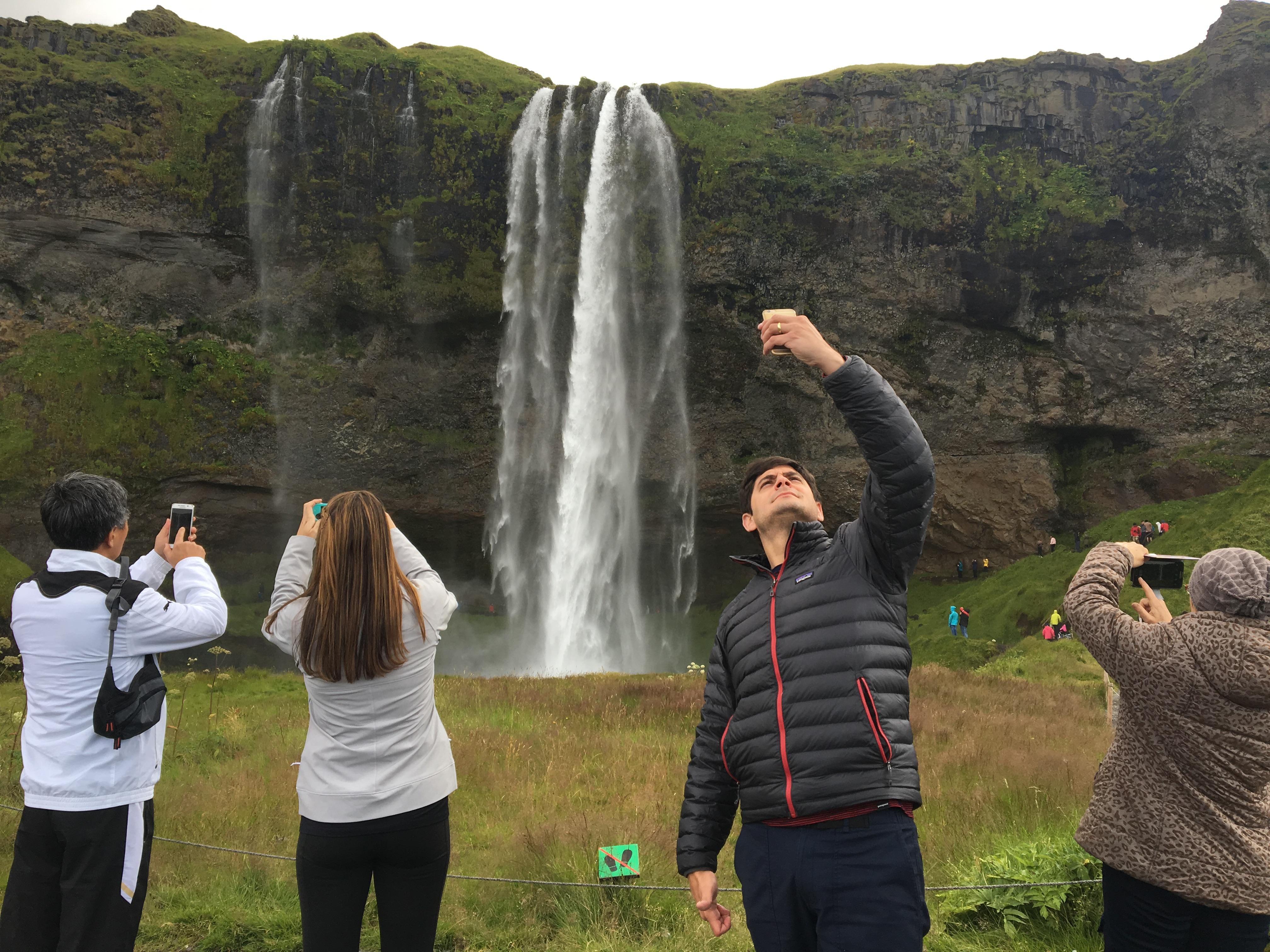 ir a Islandia-turismo-seljalandfoss