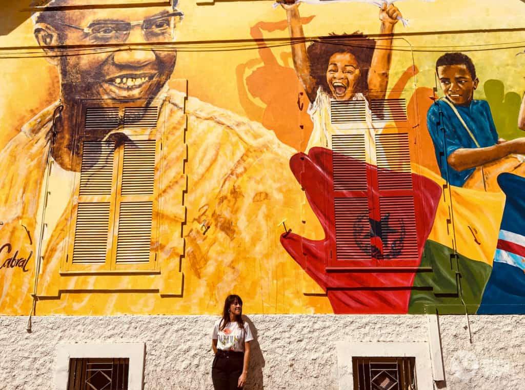 Arte urbano en la playa, isla de Santiago, Cabo Verde