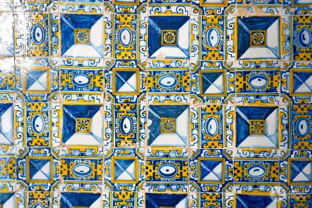 Azulejos de punta de diamante en La Capilla de Santa Iria