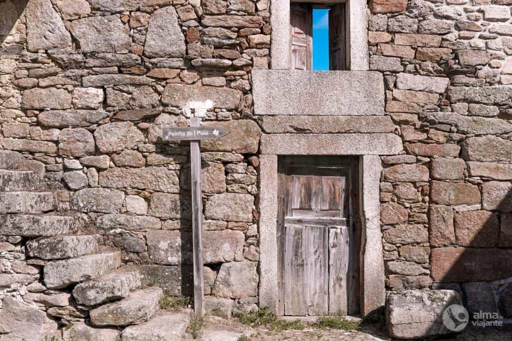 Casa de piedra abandonada