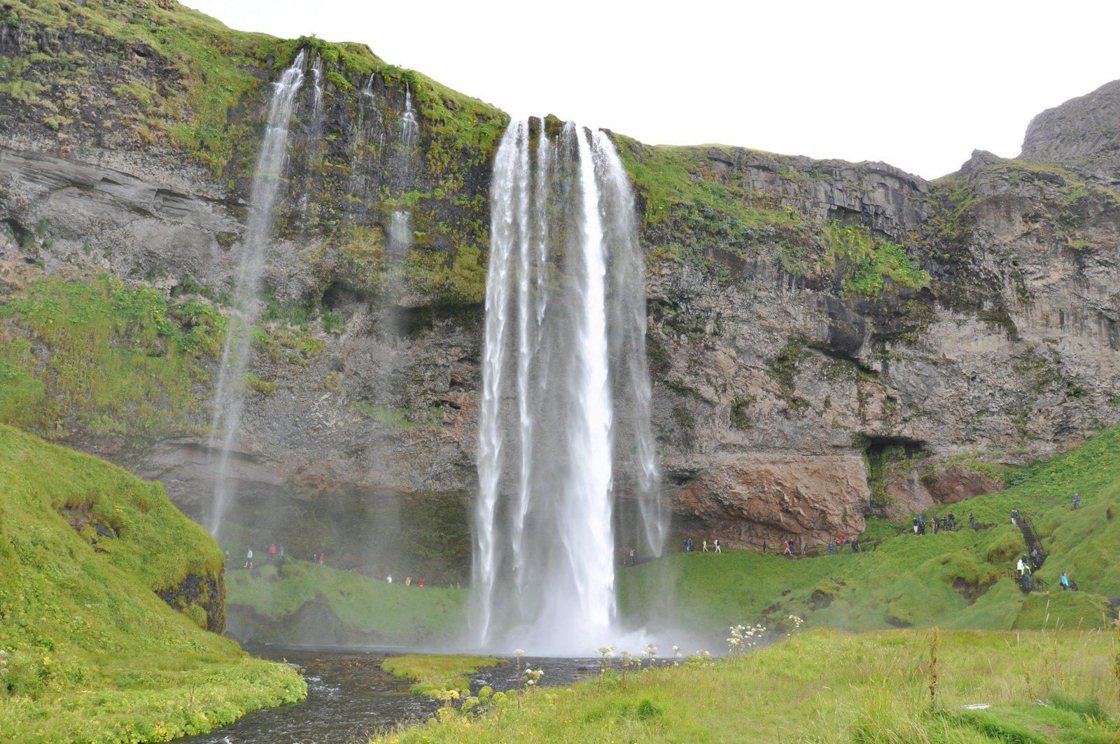 cascadas-en-Islandia-seljalandsfoss