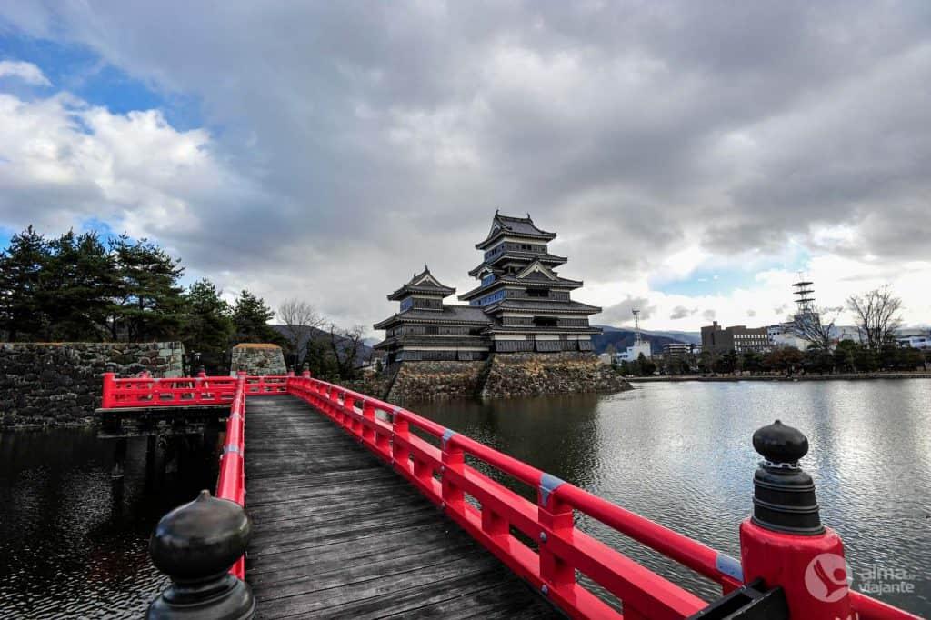 Vista del castillo de Matsumoto, Japón
