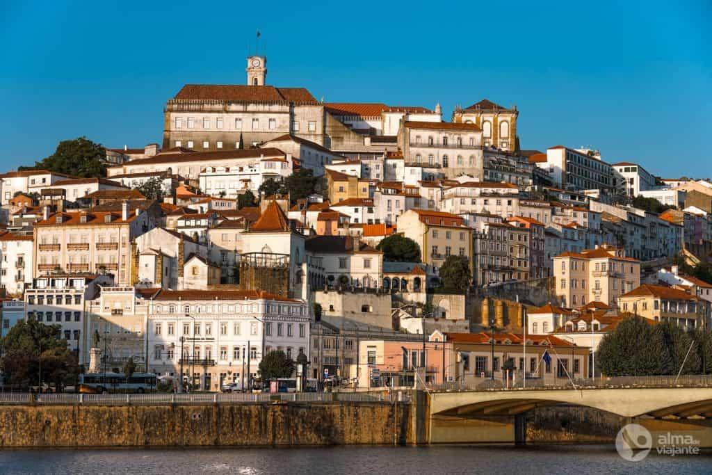 Vista de Alta de Coimbra del río Mondego