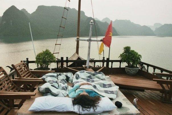 Dormir bajo las estrellas en un barco en A Lo Largo de la bahía