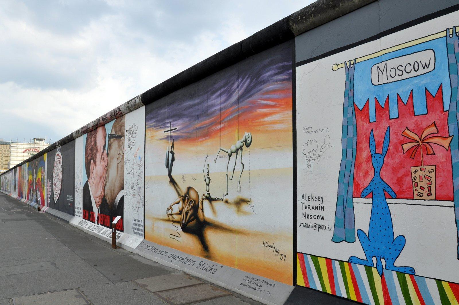 La recientemente renovada East Side Gallery en Berlín en 2010