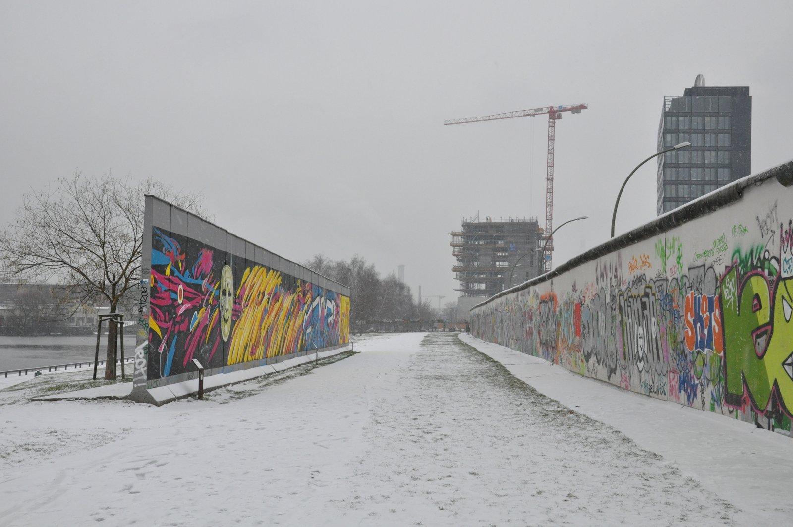 Parte de la East Side Gallery se trasladó detrás de la Pared para un proyecto inmobiliario