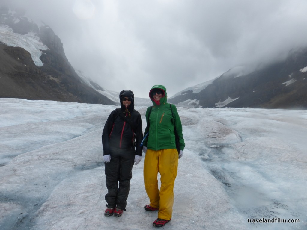 Bien equipado para hacer frente al frío en el glaciar