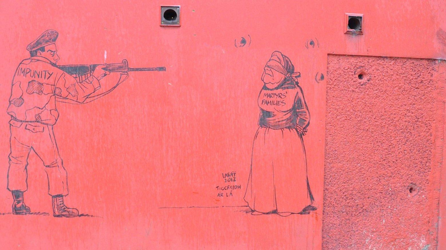 La bala del domingo sangriento impacta en la pared libre del museo Derry
