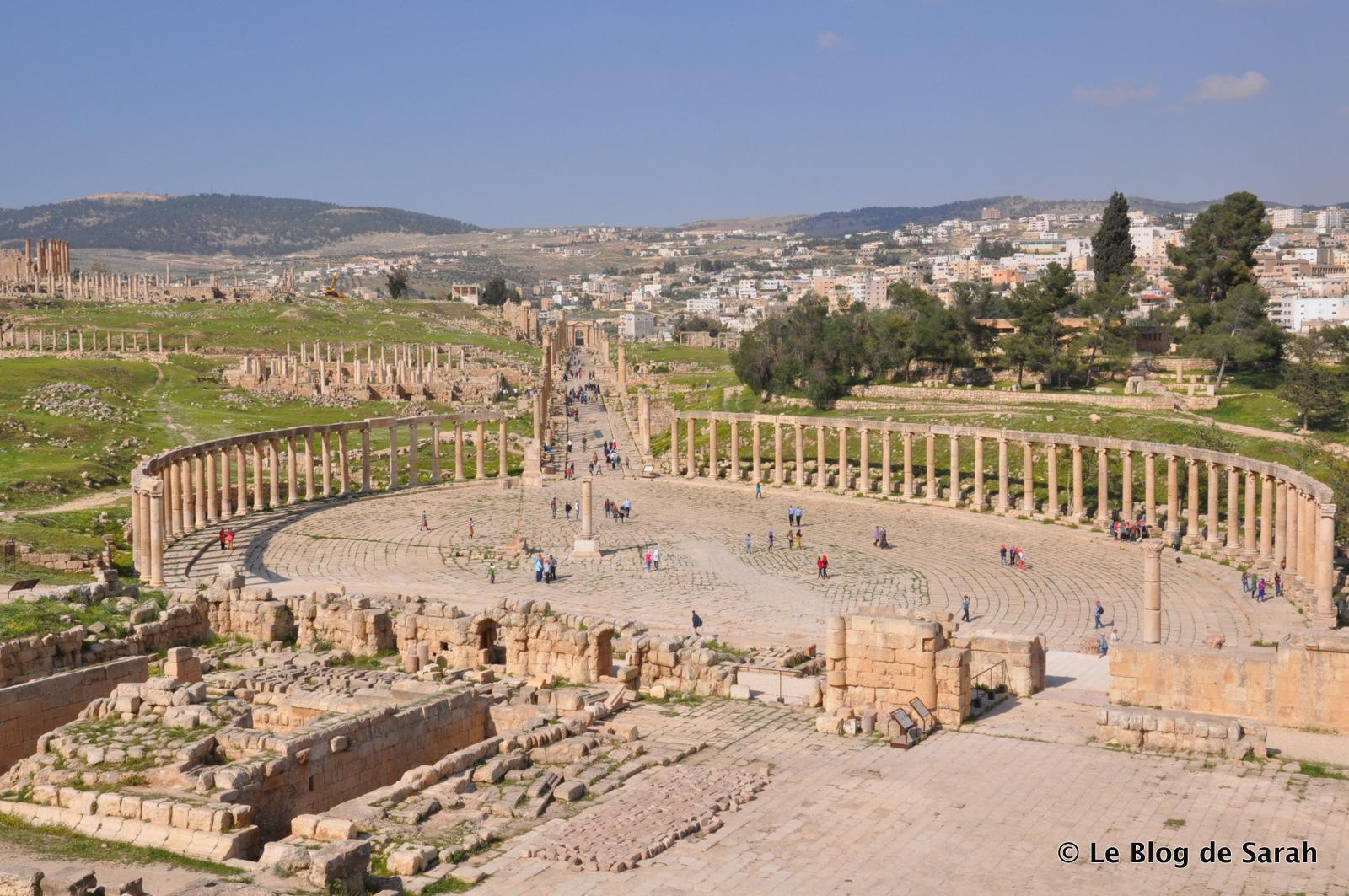Jerash Forum con su plaza ovalada rodeada de columnas