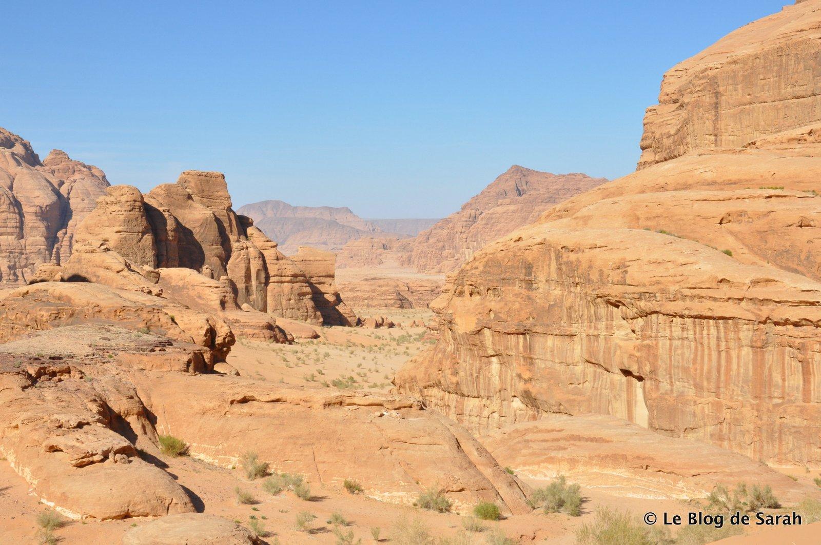 El suntuoso desierto de Wadi Rum con sus rocas esculpidas por el agua y el viento