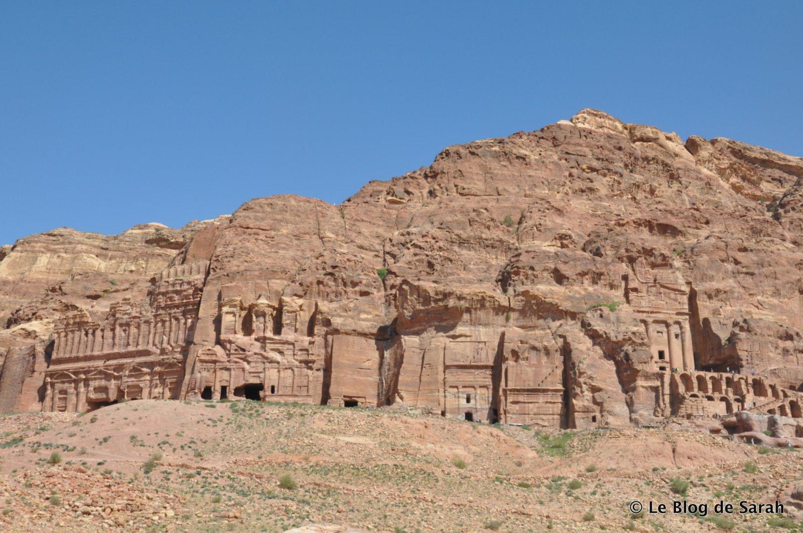 Tumbas nabateas talladas en los acantilados de Petra