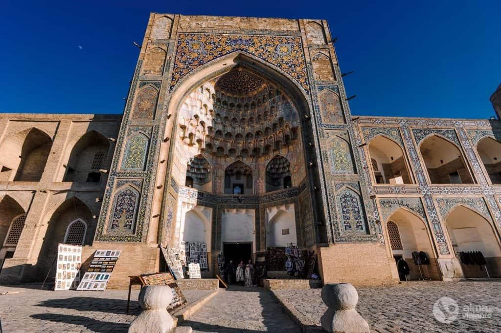 Madrassa Abdulaziz Khan, Bujará