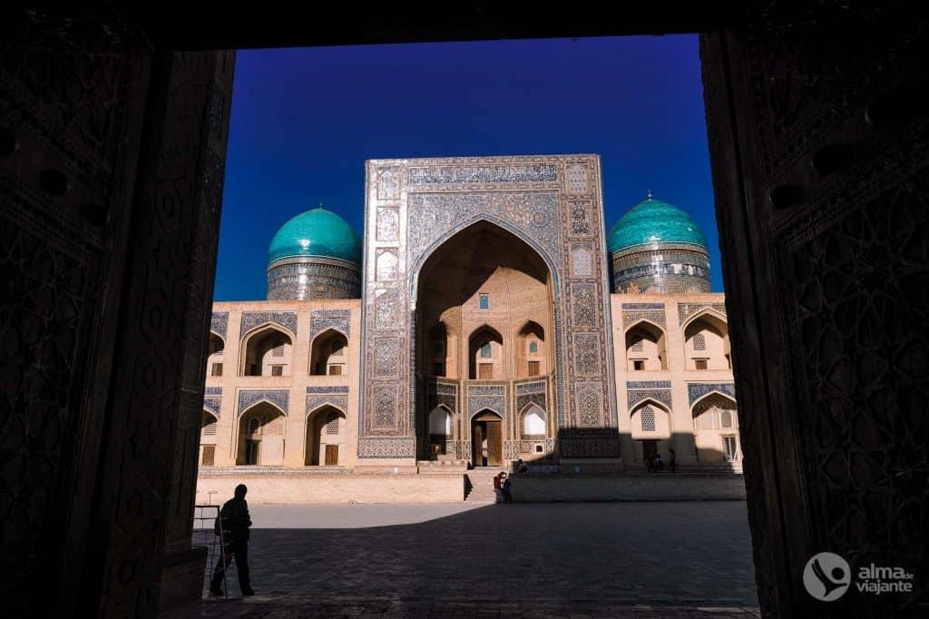 Cosas que hacer en Bujará: visita Madrassa Mir Arab