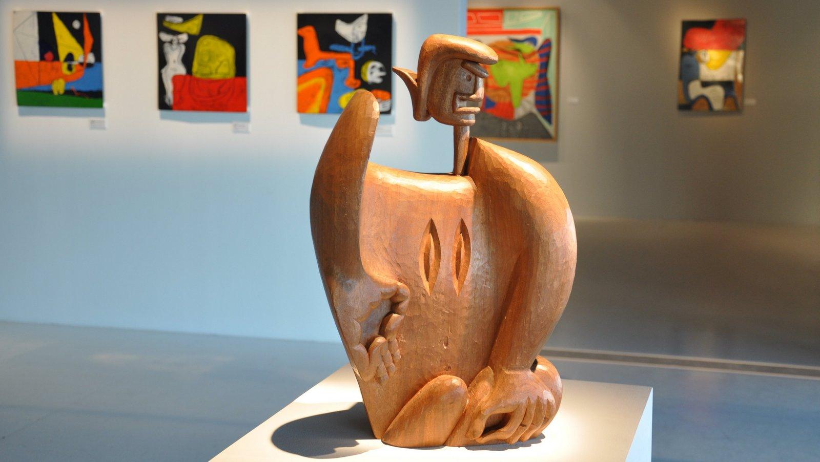 Escultura y pinturas de Le Corbusier expuestas en la J1 de Marsella