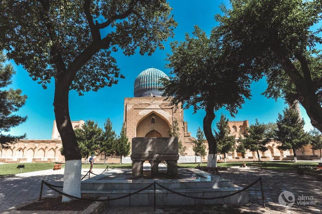Mezquita Bibi-Khanym, saalike