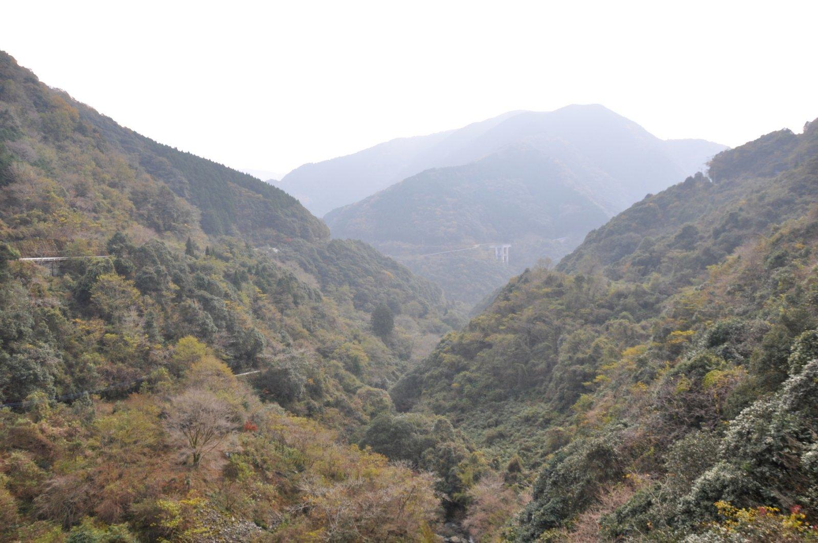Vista de las remotas montañas de Gokanosho en la isla de Kyushu