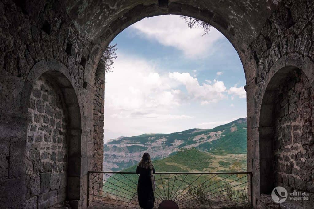 Turista en Tatev, Armenia