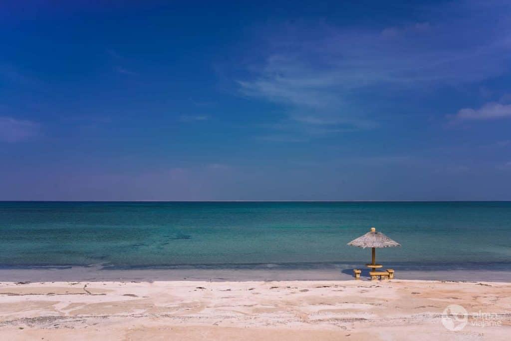 Playa en la isla farasán
