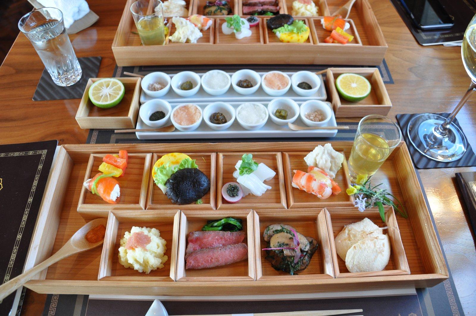 Comidas japonesas al estilo kaiseki a bordo de Seven Stars