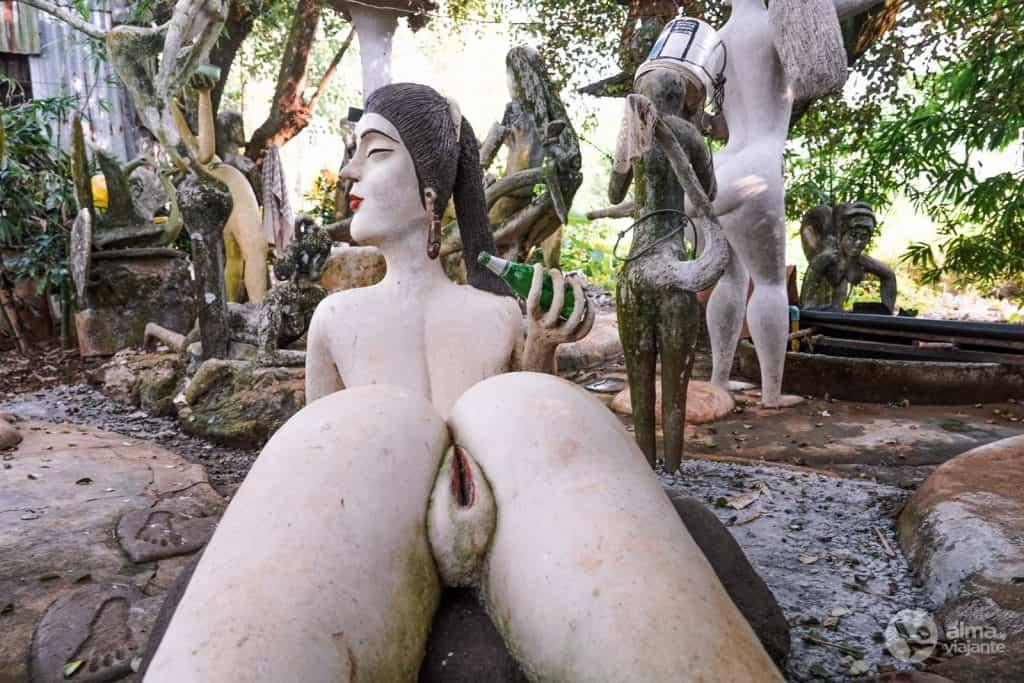 Estatua con vagina explícita