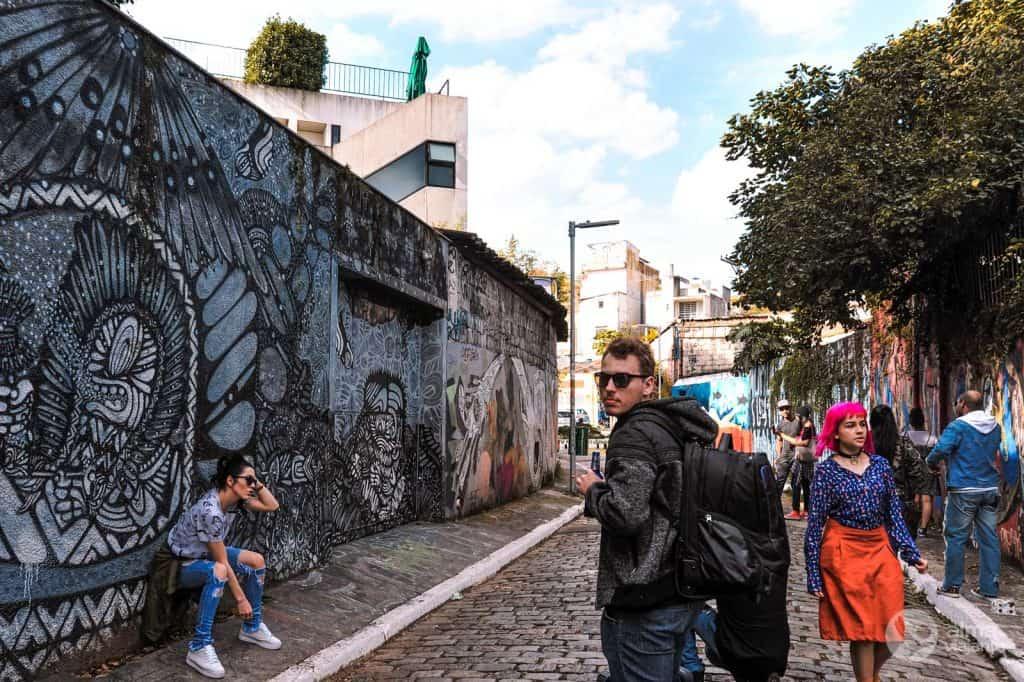Turistas en Batman Alley