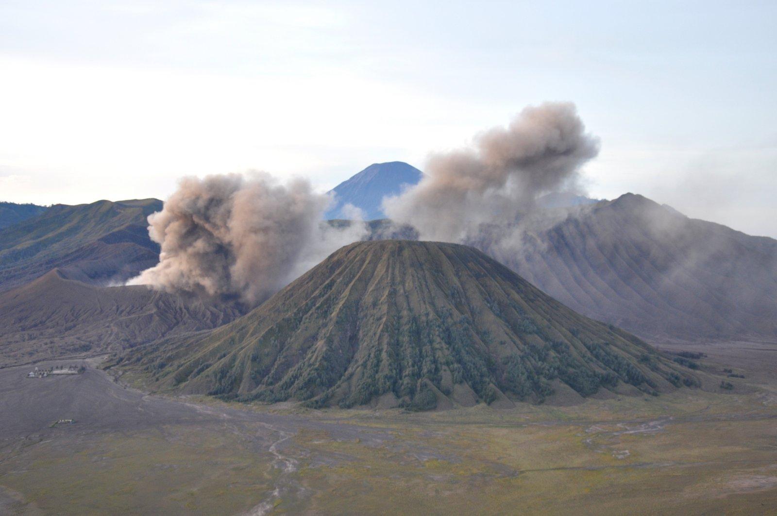volcán bromo-erupción