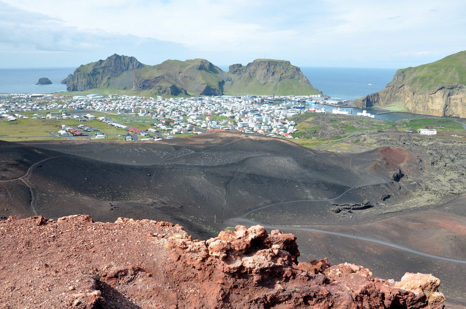Vista de Heimaey desde la cima del volcán Eldfell
