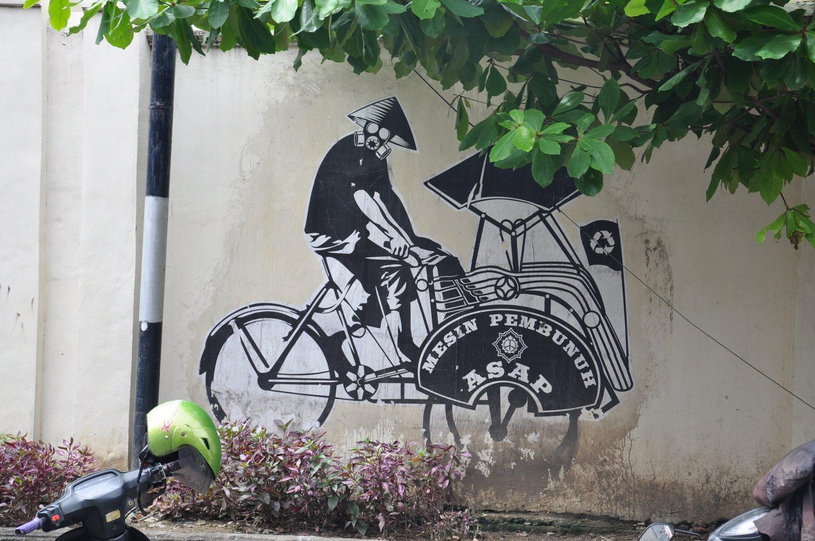 Un mural de arte callejero que denuncia los peligros de la contaminación y defiende el uso de becaks ecológicos