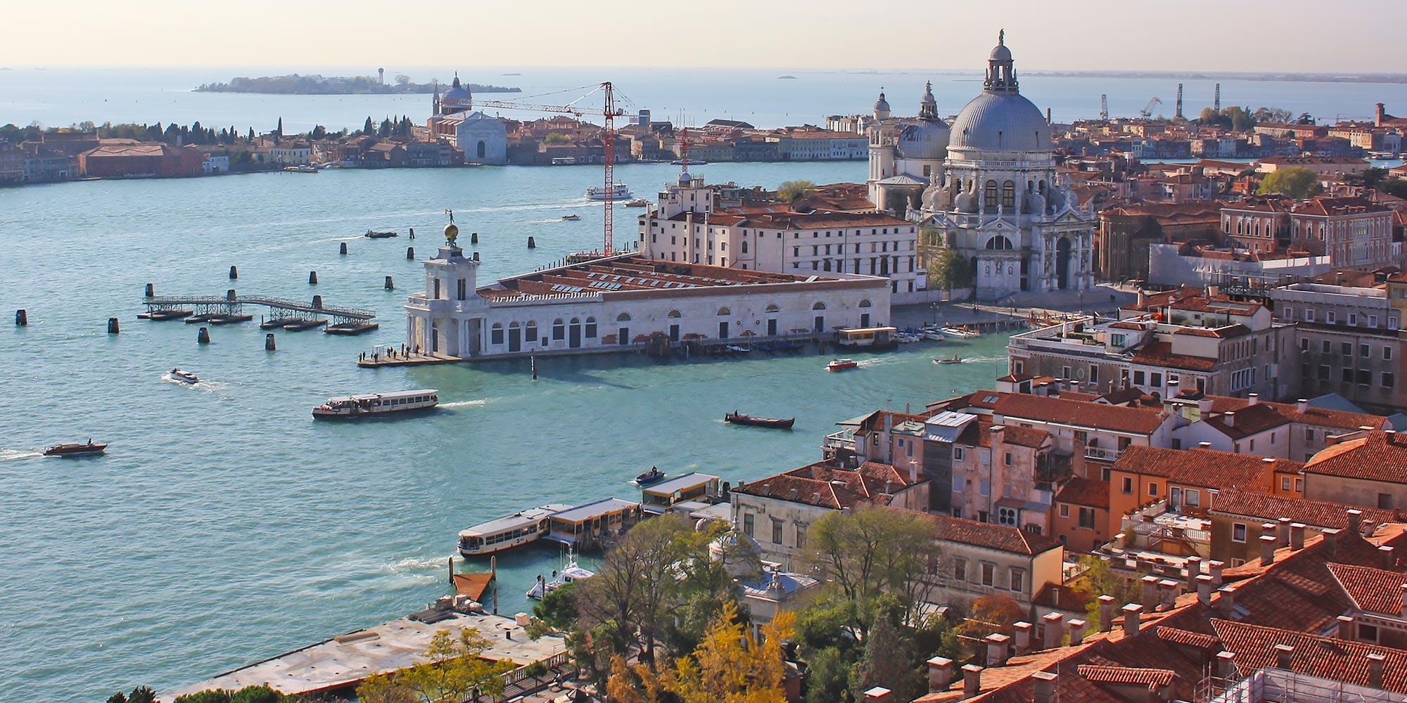 Italia Venecia Mirar hacia abajo