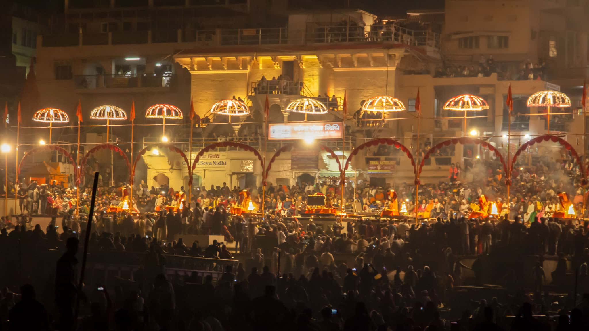 Noche aarti en Dashashwamedh Ghat