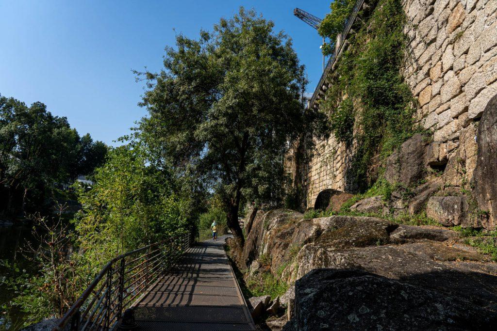 Pasarelas junto al río Tâmega